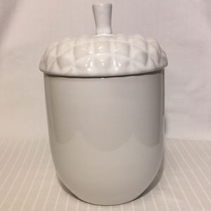 NWOT Acorn Food Storage Container w/ Lid
